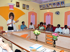 Foto: Besuch in der Tiruvannamalai City Hall am 25.09.2013, Quelle IEEM